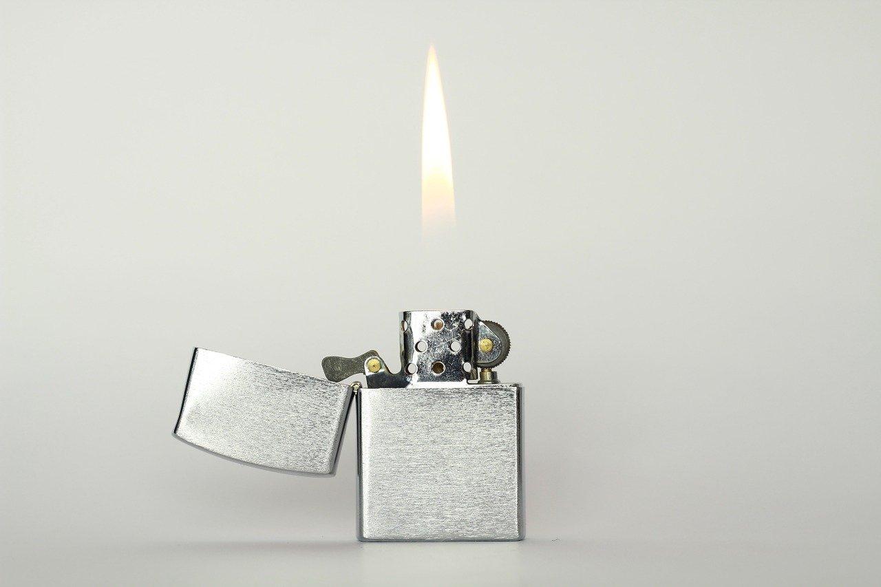température flamme du briquet